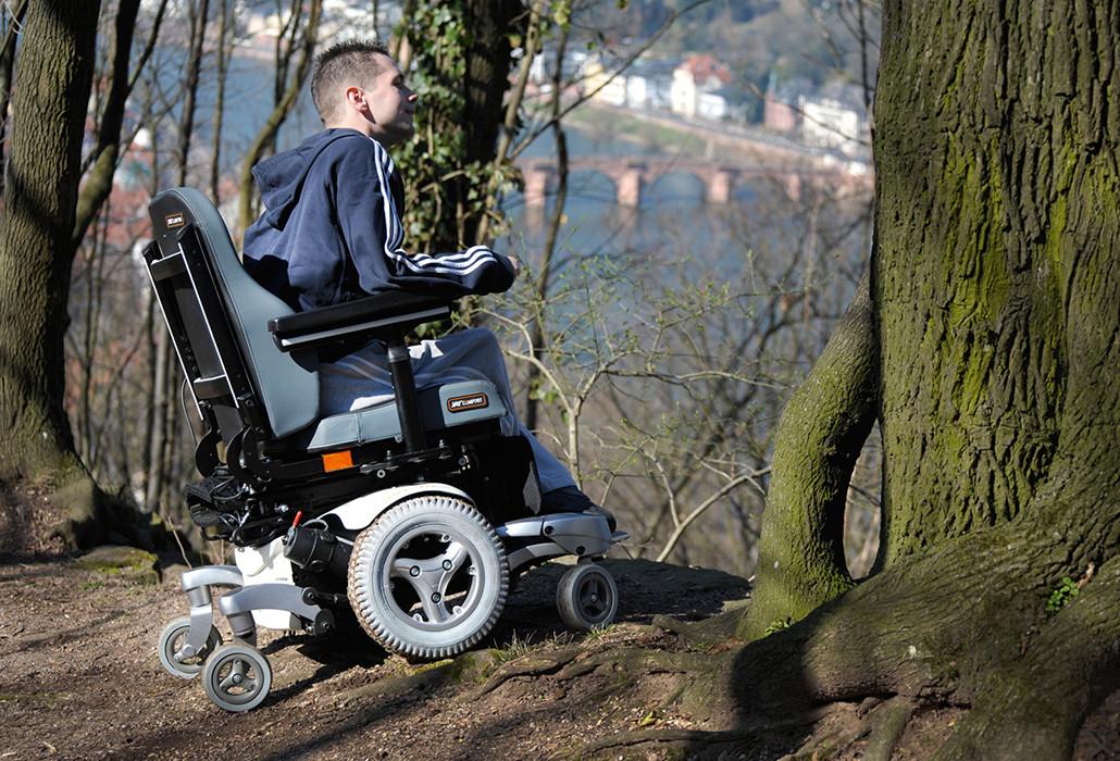 Orthotec Rehabilitationstechnik Elektro-Rollstuhl Innenbereich- und Aussenbereich Sunrise Quickie Jive M outdoor