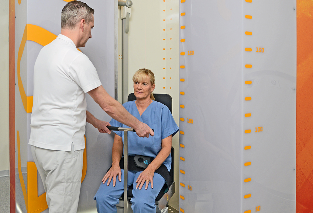 Ein Patient wird im EOS geröngt im Schweizer Paraplegikerzentrum
