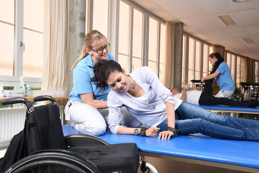 Die Physiotherapie und Ergotherapie ist ein wichtiger Teil in der Rehabilitation der Querschnittgelähmten.