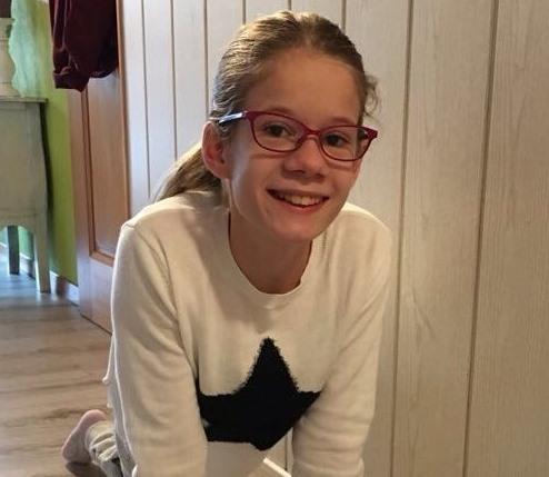 Die Elfjährige Linda Lüthi mit Spina Bifida ist eine Frohnatur.