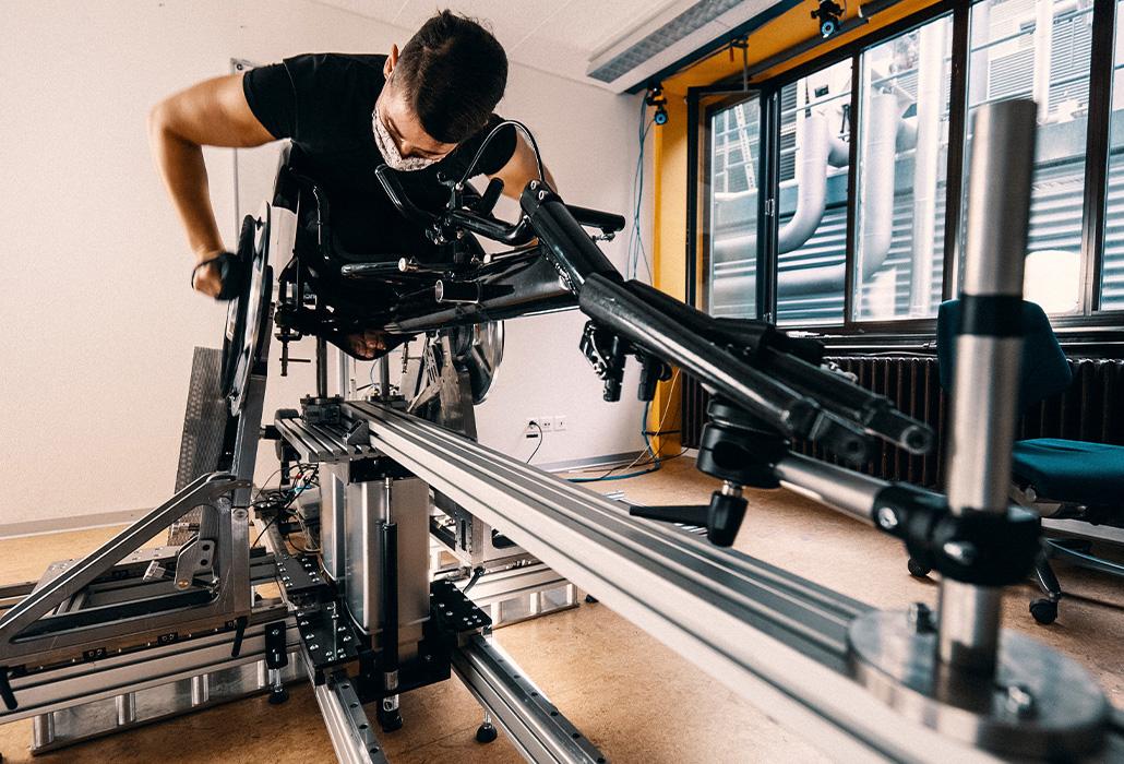 Orthotec Rollstuhlergometer mit Rennrollstuhl