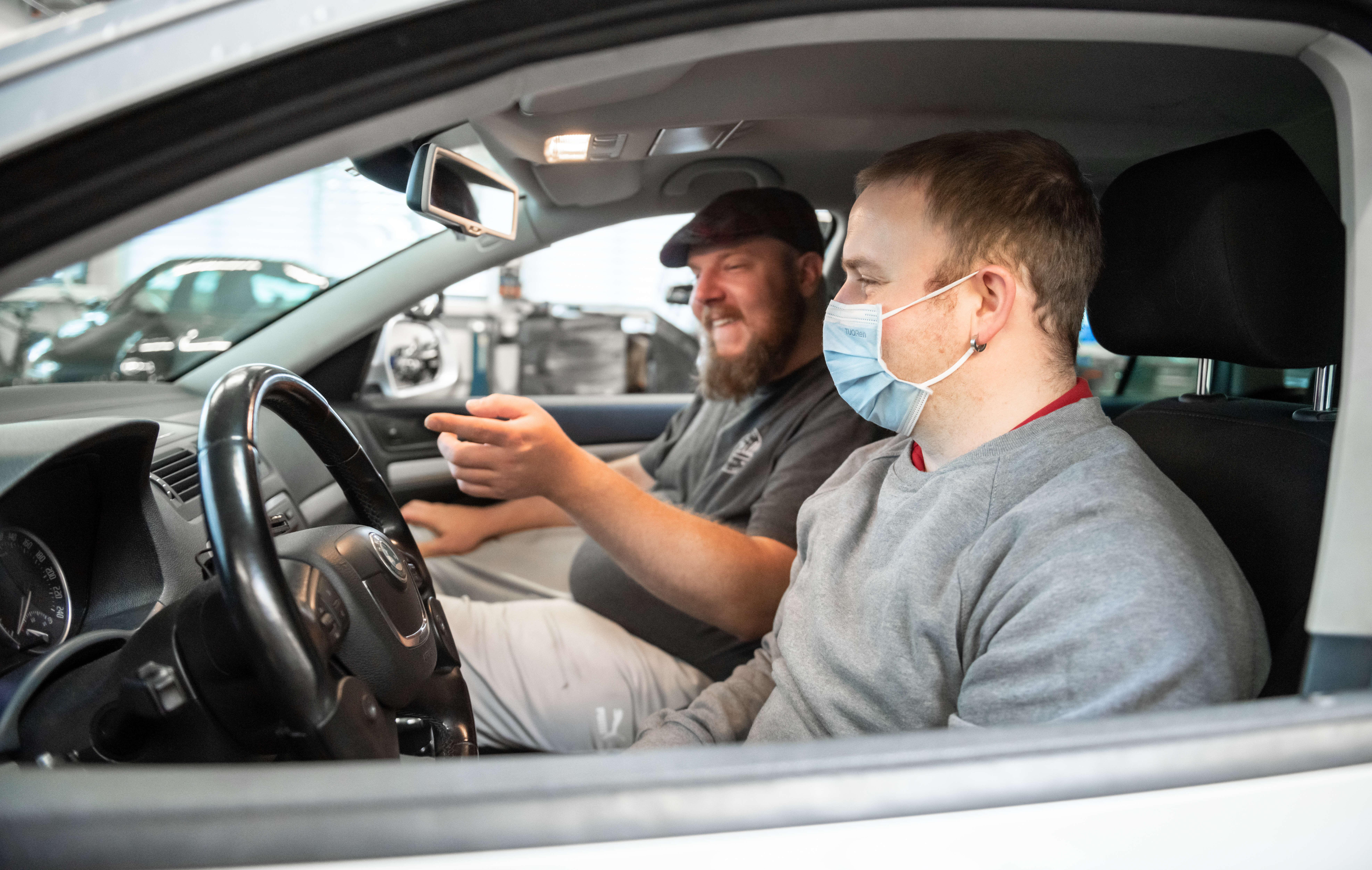 Bruno Grünenfelder ist der erste querschnittgelähmte Fahrlehrer der Schweiz