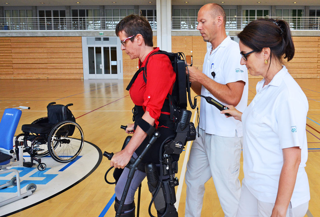 Das SPZ nutzt ein Exoskelett zu Therapiezwecken