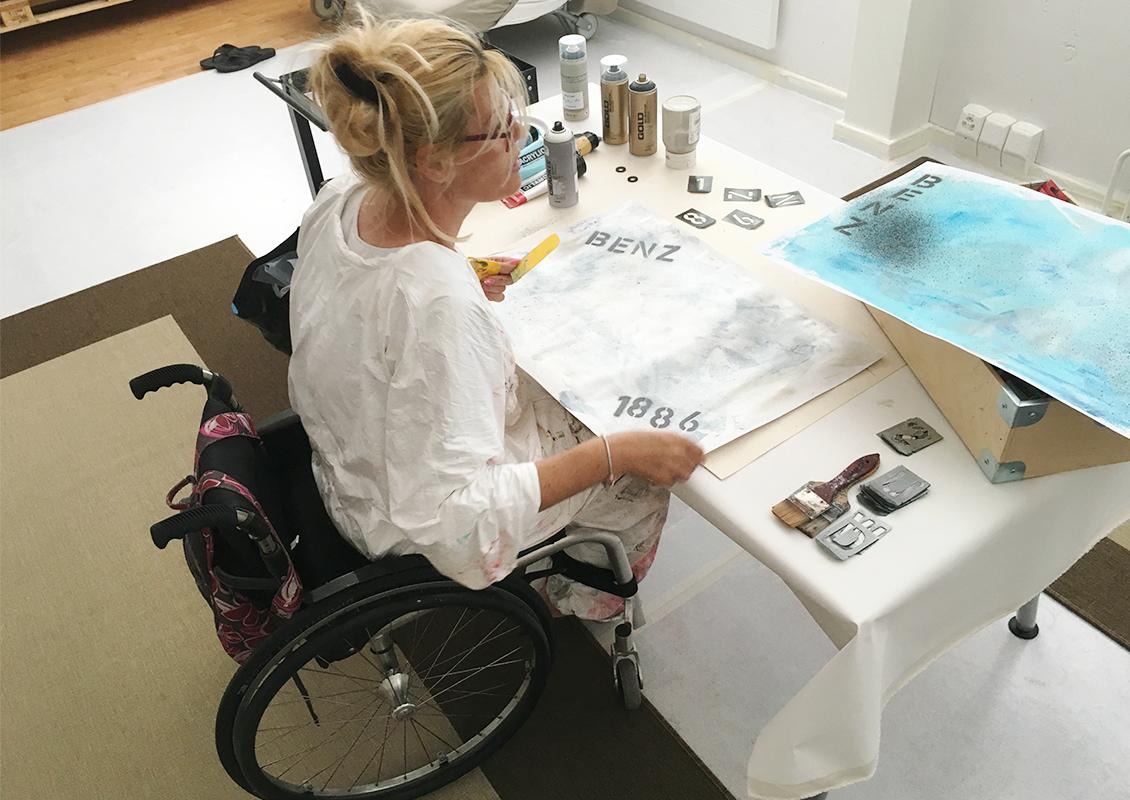 Nadia Bianda beim Malen
