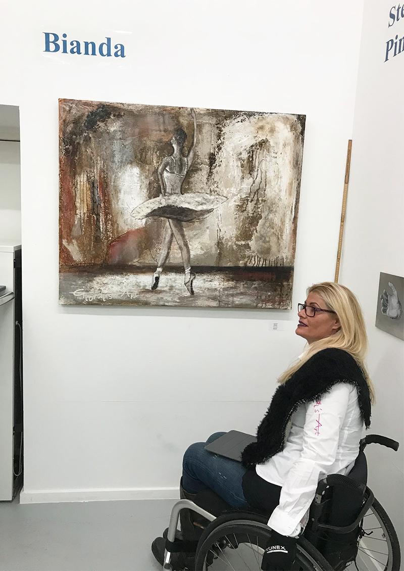 Nadia Bianda an einer ihrer Ausstellung