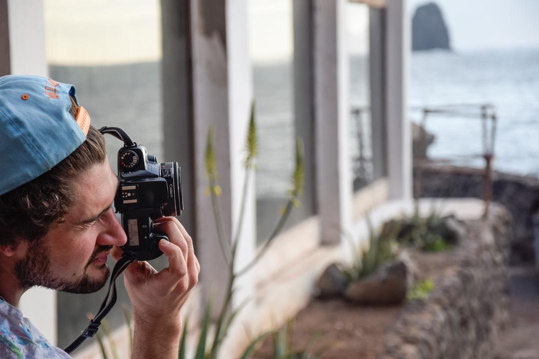 Der querschnittgelähmte Hitzi hat seine Kamera immer dabei.
