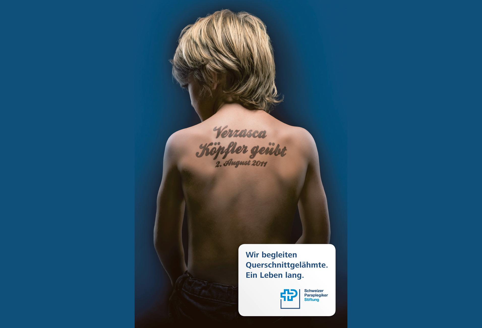 Rücken Tattoo mit Unfallursache