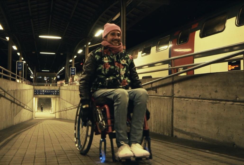 Der Rollstuhlfahrer setzt sich stark für die Bedürfnisse von Betroffenen ein.