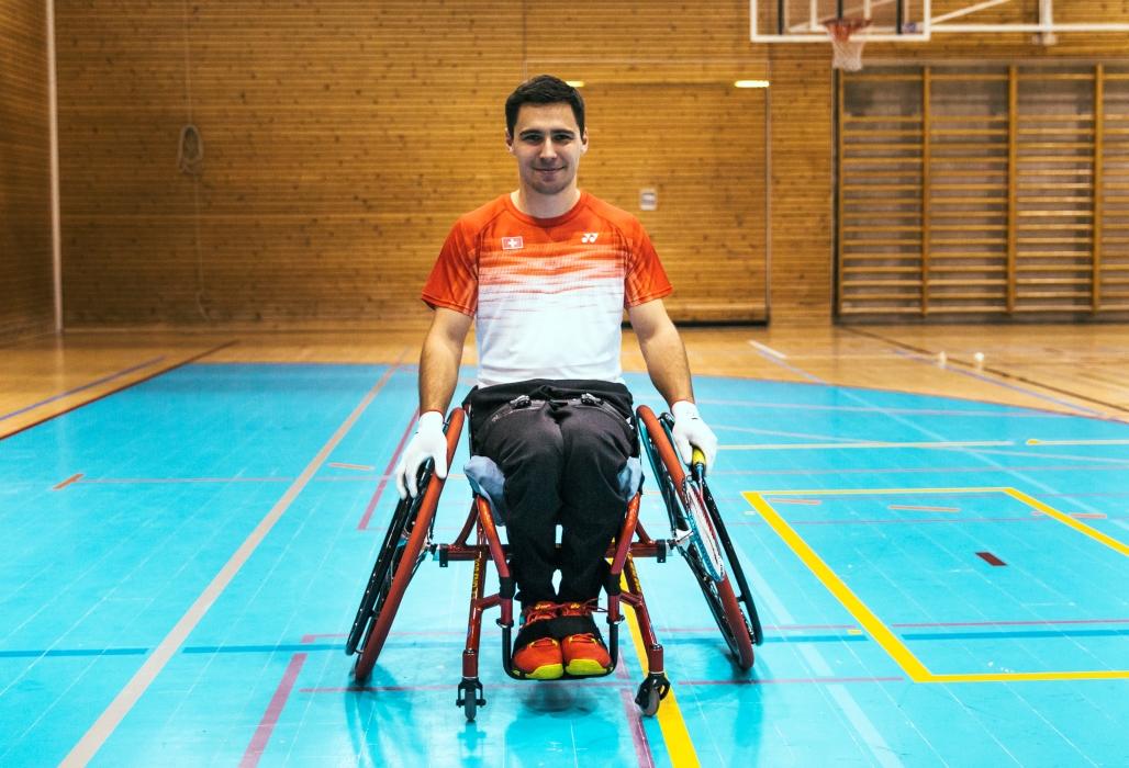 Luca Olgiati ist trotz Querschnittlähmung sehr aktiv: er spielt Parabadminton und qualifiziert sich sogar für die Weltmeisterschaften