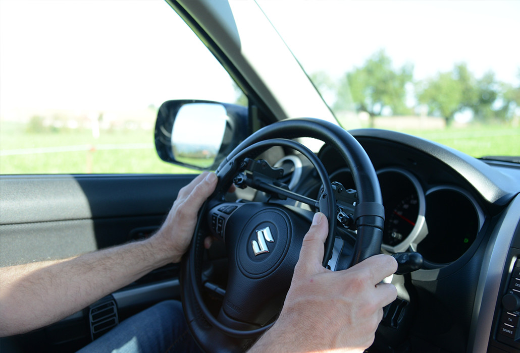 Orthotec Fahrzeugumbau Handbetrieb Gasring auf Lenkrad