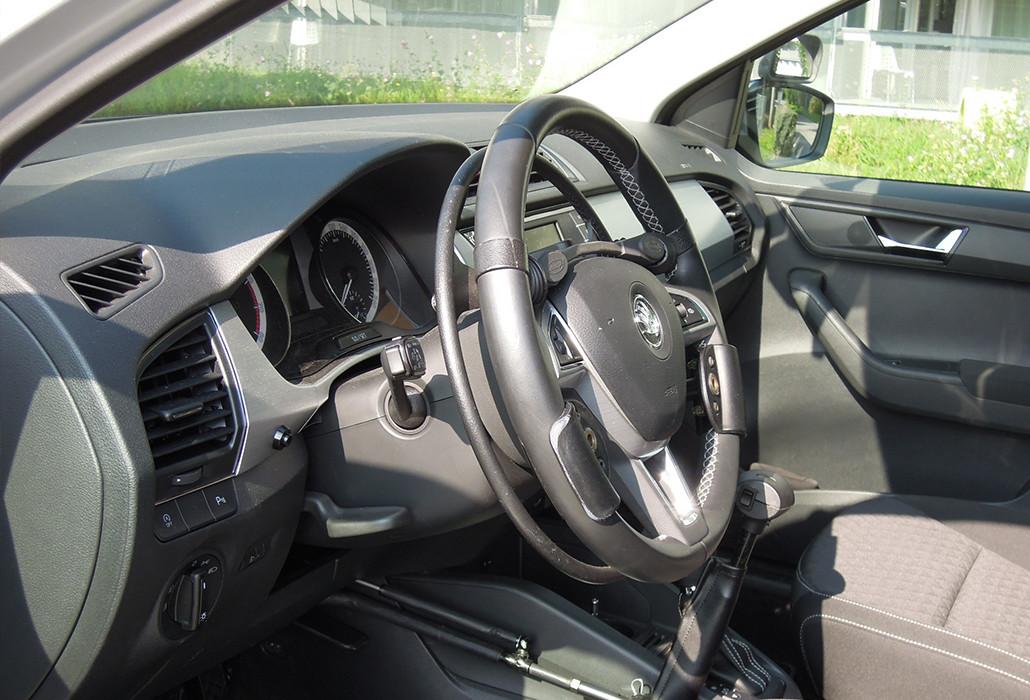 Orthotec Fahrzeugumbau Handbetrieb Gasring unter Lenkrad