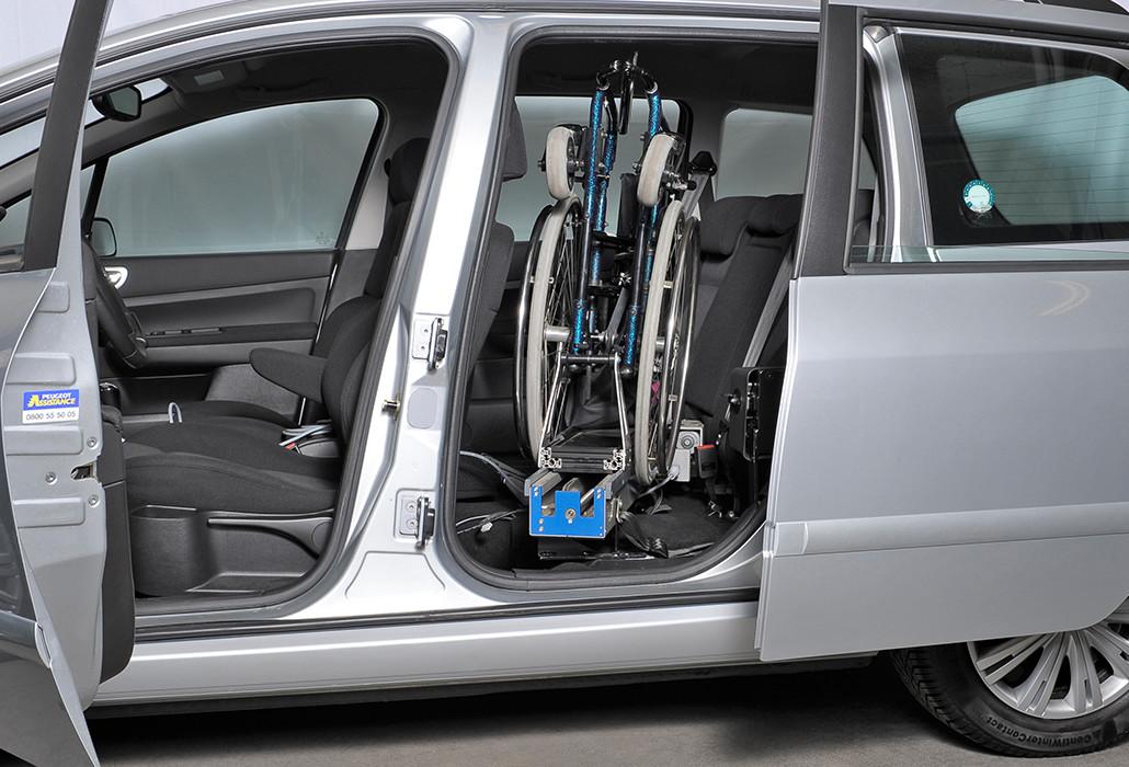 Orthotec Fahrzeugumbau Rollstuhl verladen Ladeboy