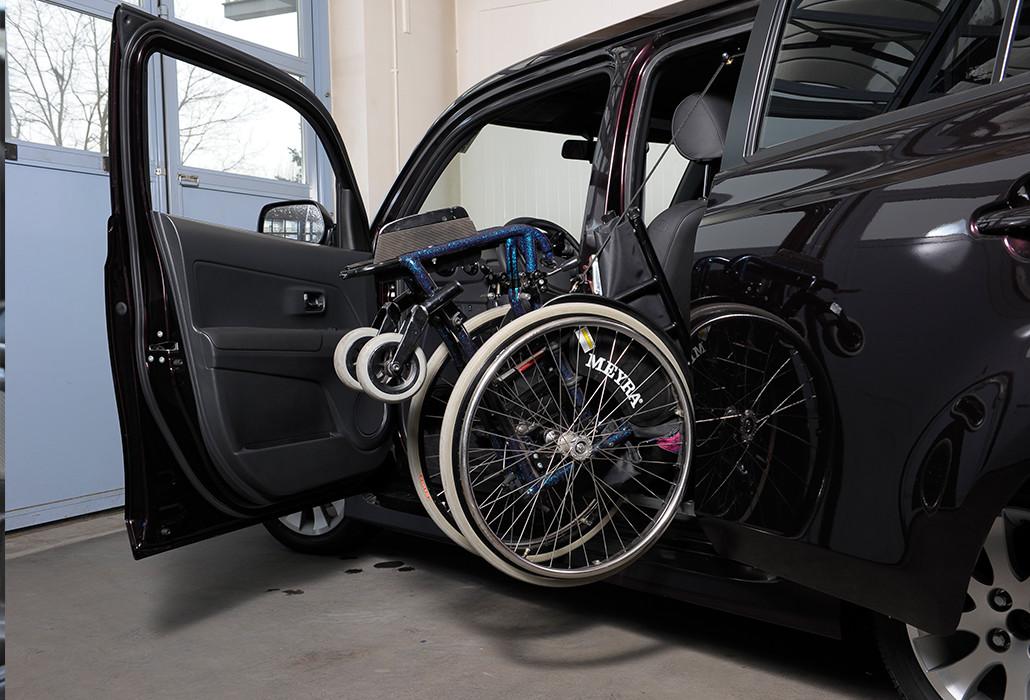 Orthotec Fahrzeugumbau Rollstuhl verladen Seilzuglift