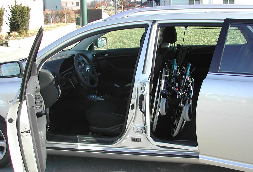 Orthotec Fahrzeugumbau Rollstuhl verladen Teleskoptüre