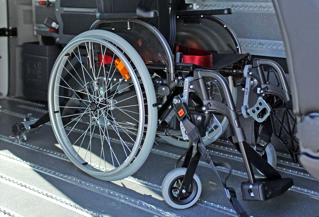 Orthotec Fahrzeugumbau Rollstuhlsicherung Personensicherung 4-Punkt Gurtarretierung