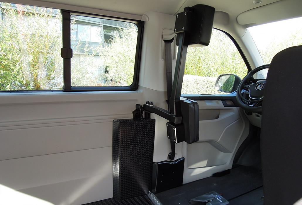 Orthotec Fahrzeugumbau Rollstuhlsicherung Personensicherung elektrisch schwenkbare Rückenstütze