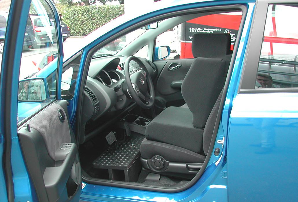 Orthotec Fahrzeugumbau Selber fahren erhöhter Fahrzeugboden Kleinwuchs