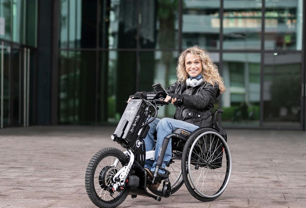 Batec Electric mit Frau im Rollstuhl in Action