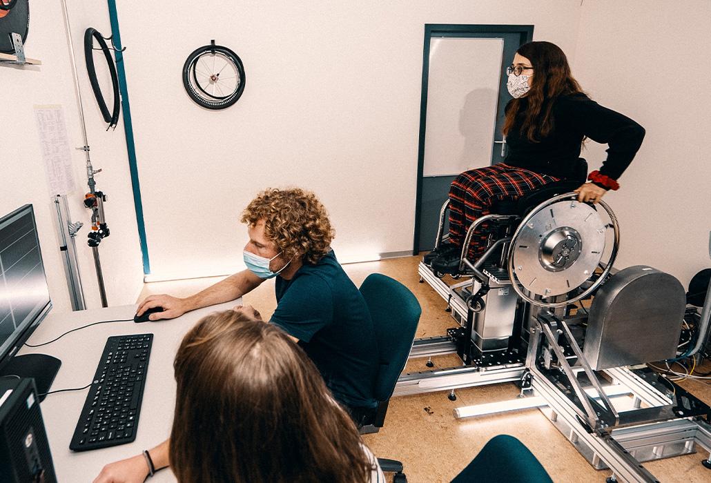 Orthotec Rollstuhlergometer mit Alltagsrollstuhl