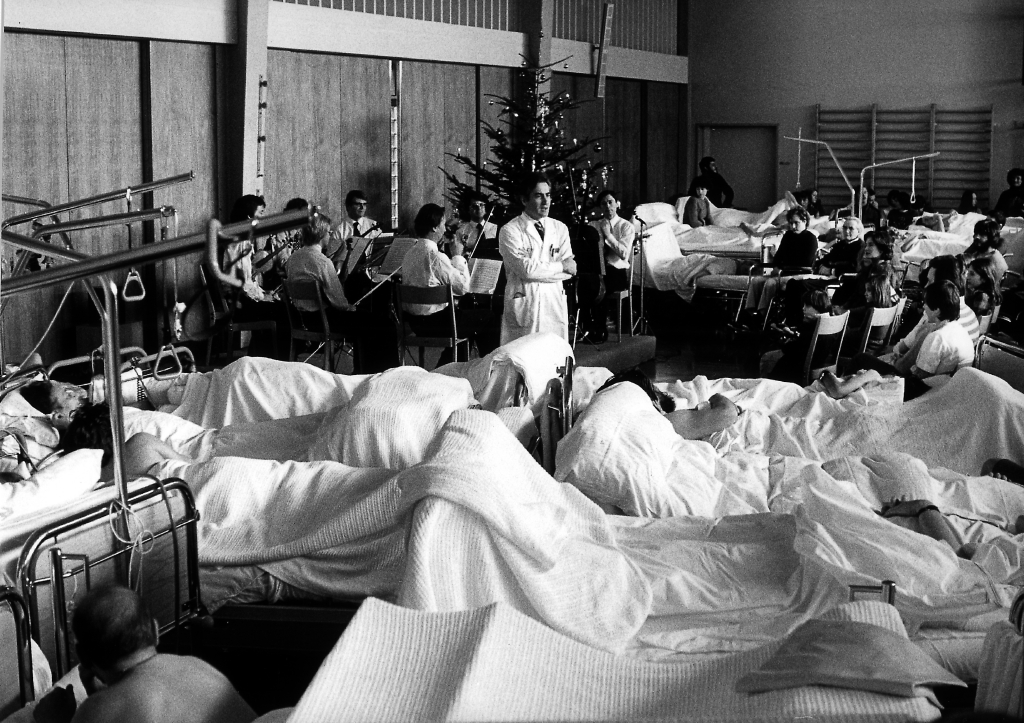 Der Gründer des Schweizer Paraplegiker-Zentrums Nottwil während einer Weihnachtsfeier in seiner früheren Schaffensstätte dem Schweizerischen Paraplegikerzentrum in Basel.