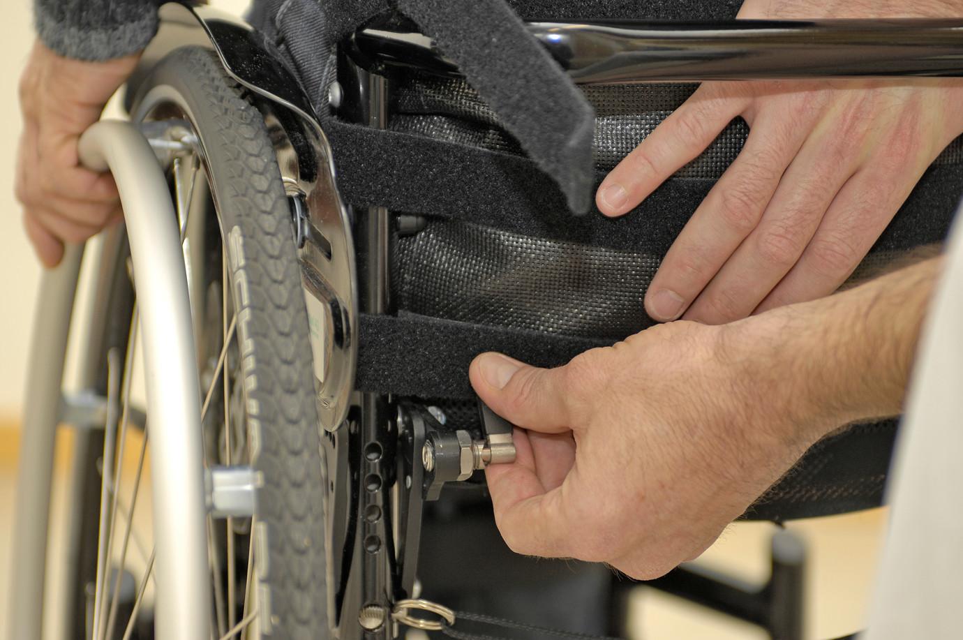 Rollstuhl-Sitz-Zentrum-Rollstuhlanpassung