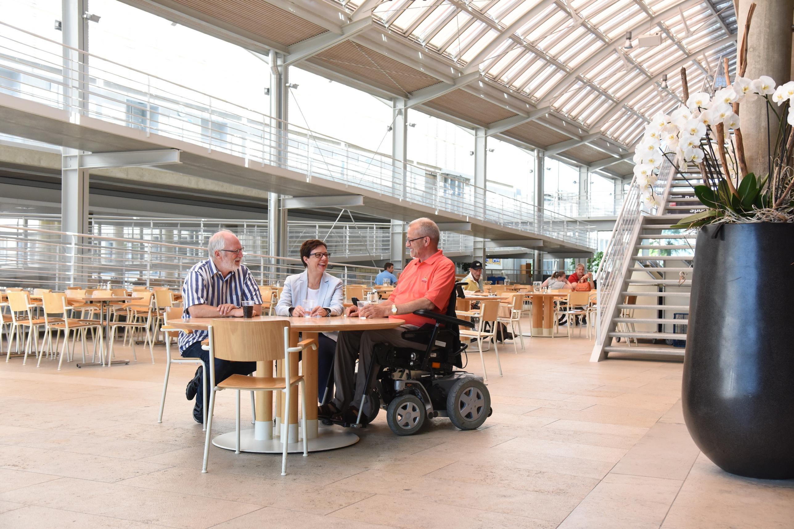 Fondazione svizzera per paraplegici_atrio principale e centro d'incontro