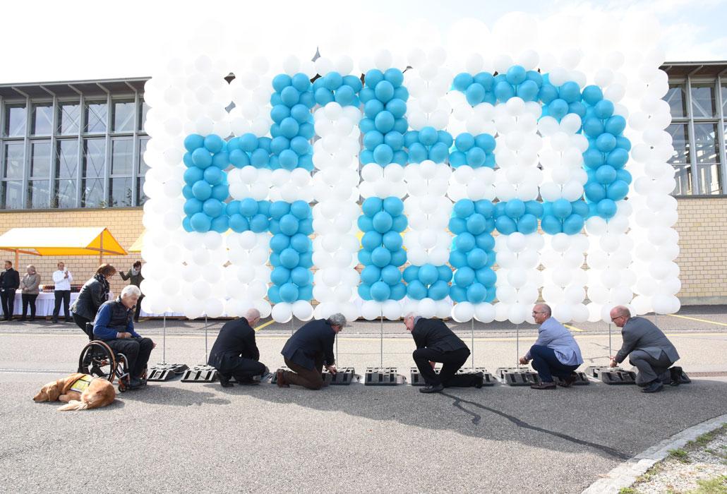 Mit dem Lösen der Ballons folgt der Start zu den Erweiterungsbauten
